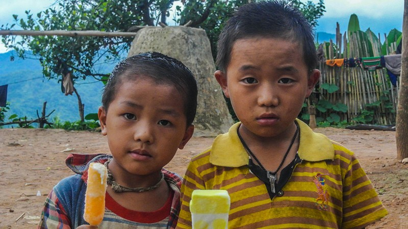 один день мой день в деревни Лаоса или как мы кормили лаосят мороженым